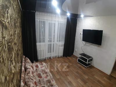 1-комнатная квартира, 35 м², 2/5 этаж посуточно, Академика Сатпаева 36 за 6 000 〒 в Павлодаре — фото 2