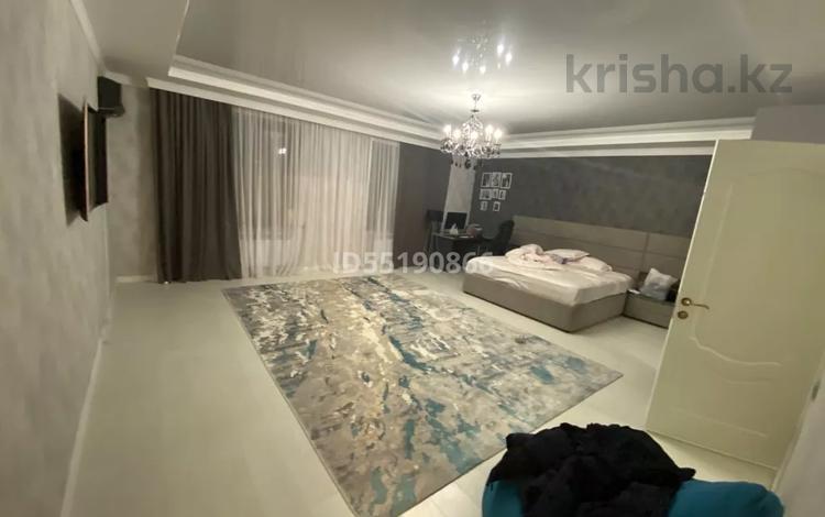 6-комнатный дом, 540 м², 10 сот., Самал 1 дом 20 за 110 млн 〒 в Уральске