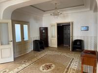 9-комнатный дом помесячно, 600 м², 40 сот.