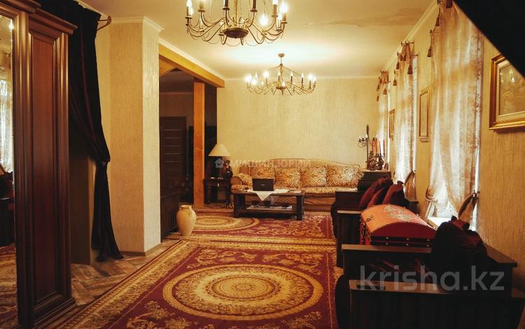 6-комнатный дом, 620 м², 100 сот., мкр Алатау (ИЯФ), Мкр Алатау (ИЯФ) за ~ 1.1 млрд 〒 в Алматы, Медеуский р-н