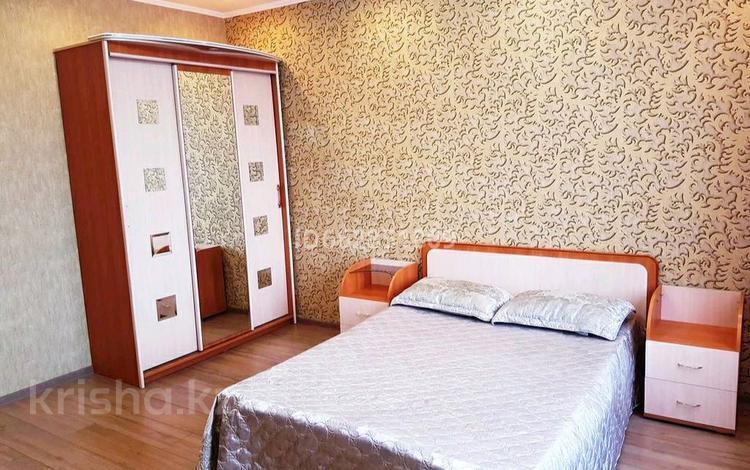2-комнатная квартира, 48 м², 1/5 этаж посуточно, мкр Новый Город 38 — Нуркена за 8 000 〒 в Караганде, Казыбек би р-н