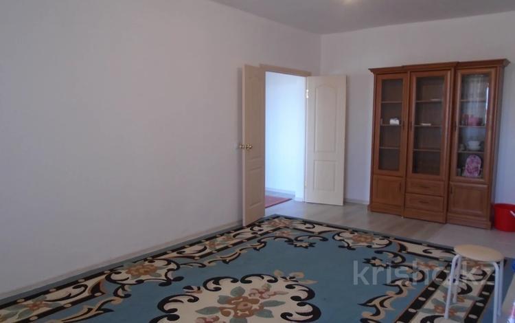 2-комнатная квартира, 70 м², 3/5 этаж помесячно, мкр Береке, Мкр Береке 10 за 85 000 〒 в Атырау, мкр Береке
