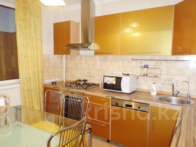 3-комнатная квартира, 106 м², 4/9 этаж помесячно, Сатпаева 60 за 300 000 〒 в Атырау — фото 2
