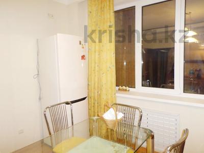 3-комнатная квартира, 106 м², 4/9 этаж помесячно, Сатпаева 60 за 300 000 〒 в Атырау — фото 3