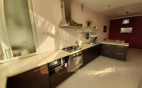 4-комнатная квартира, 140 м², 3/5 этаж, Мухаметжана Тынышбая 55 за 29.5 млн 〒 в Актобе, Новый город