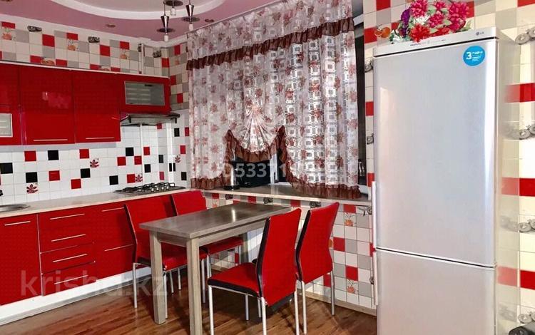 1-комнатная квартира, 37 м², 2/5 этаж посуточно, Райымбека 150 — Желтоксан за 8 000 〒 в Алматы, Алмалинский р-н