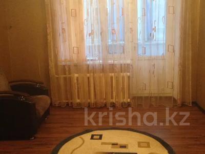 3-комнатная квартира, 60 м², 3/5 этаж помесячно, Азаттык 49а за 130 000 〒 в Атырау