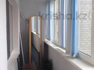 3-комнатная квартира, 60 м², 3/5 этаж помесячно, Азаттык 49а за 130 000 〒 в Атырау — фото 4