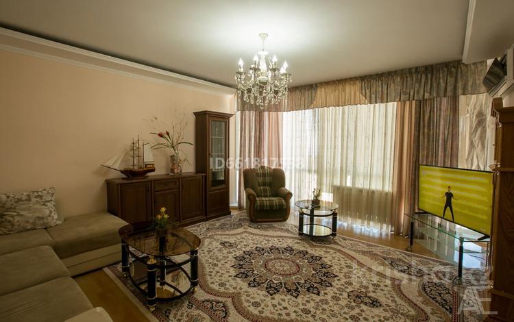 3-комнатная квартира, 105 м², 5/8 этаж посуточно, 14-й мкр 59 за 23 000 〒 в Актау, 14-й мкр