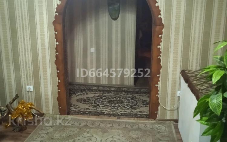 5-комнатный дом, 380 м², 10 сот., мкр Кунгей 213 за 80 млн 〒 в Караганде, Казыбек би р-н