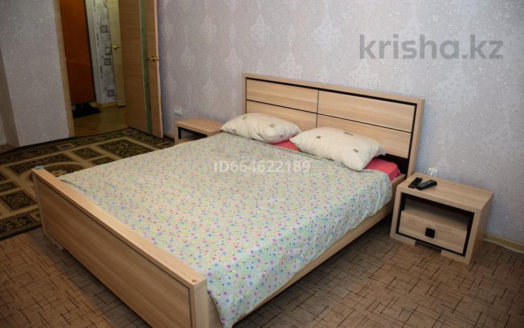 1-комнатная квартира, 49 м², 10/10 этаж посуточно, мкр 11, Шайкенова 13 за 5 000 〒 в Актобе, мкр 11