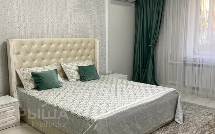 1-комнатная квартира, 55 м², 1/5 этаж посуточно, Мкр Каратал 59 в за 15 000 〒 в Талдыкоргане