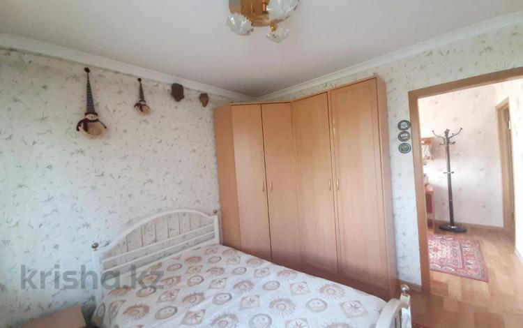 3-комнатная квартира, 51 м², 6/9 этаж, проспект Строителей за 15.3 млн 〒 в Караганде, Казыбек би р-н