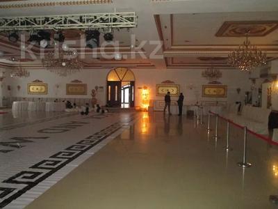 Здание, площадью 3237 м², бульвар Наурыз 2А за 408.6 млн 〒 в Аксае — фото 14