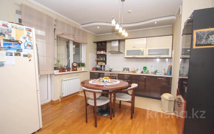 3-комнатная квартира, 95 м², 14/17 этаж, Навои за 36 млн 〒 в Алматы, Ауэзовский р-н