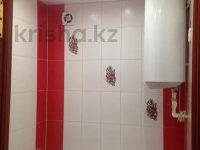 1-комнатная квартира, 32 м², 1/5 этаж по часам, Казыбек би р-н за 750 〒 в Караганде, Казыбек би р-н — фото 4