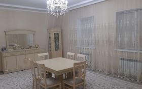 7-комнатный дом помесячно, 347 м², 11 сот., мкр Атырау, Мкр. Алиев 28 за 450 000 〒