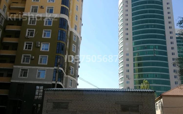 2-комнатная квартира, 120 м², 13/14 этаж по часам, 11 мкрн 144а — Арай за 1 000 〒 в Актобе, мкр 11