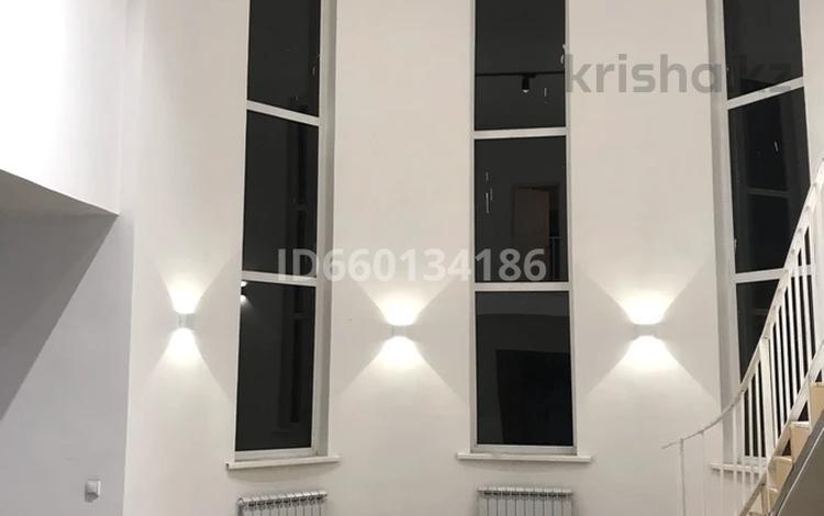10-комнатный дом, 250 м², 10 сот., Нура Есил 4б за 45 млн 〒 в Нур-Султане (Астана)