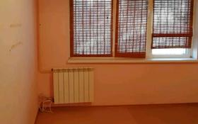 3-комнатная квартира, 70 м², 1/5 этаж помесячно, 9-й мкр 11 за 100 000 〒 в Актау, 9-й мкр