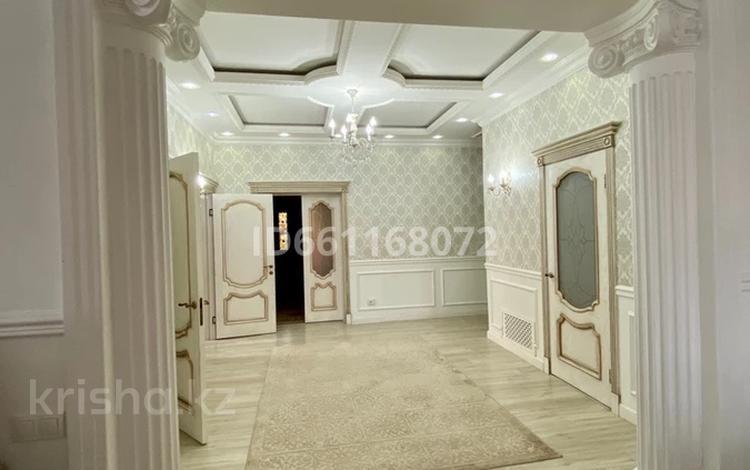6-комнатный дом, 230 м², 8 сот., мкр Северо-Запад за 60 млн 〒 в Шымкенте, Абайский р-н