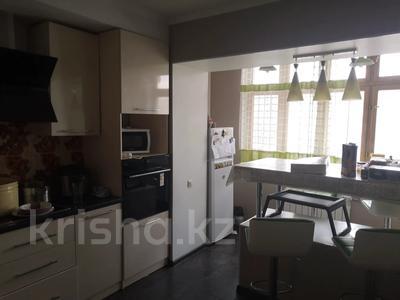 4-комнатная квартира, 92 м², 2/5 этаж, Радостовца — Левитана за 49.5 млн 〒 в Алматы, Бостандыкский р-н