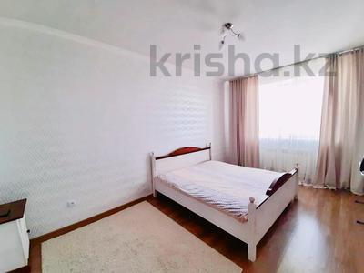 1-комнатная квартира, 55 м², 3 этаж посуточно, проспект Санкибай Батыра 18/1 за 7 000 〒 в Актобе, мкр. Батыс-2