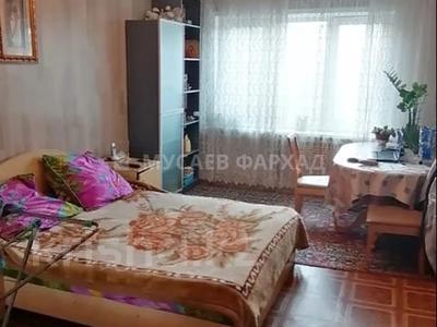 3-комнатная квартира, 66 м², 4/5 этаж, мкр Аксай-3, Момышулы 22 за 17.5 млн 〒 в Алматы, Ауэзовский р-н — фото 2