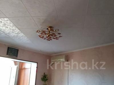 2-комнатная квартира, 38 м², 4/4 этаж, 17 микрорайон 25 за ~ 9 млн 〒 в Шымкенте, Енбекшинский р-н — фото 10