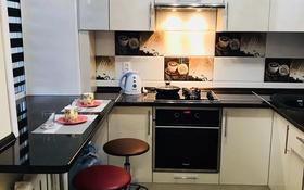 1-комнатная квартира, 33 м², 2/9 этаж посуточно, Нуркена Абдирова 38 за 7 000 〒 в Караганде, Казыбек би р-н