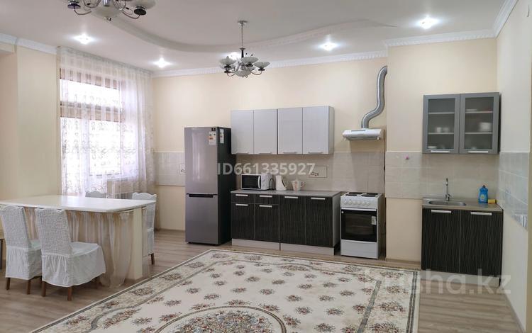 2-комнатная квартира, 85 м², 6 этаж помесячно, 17-й мкр 7 за 200 000 〒 в Актау, 17-й мкр