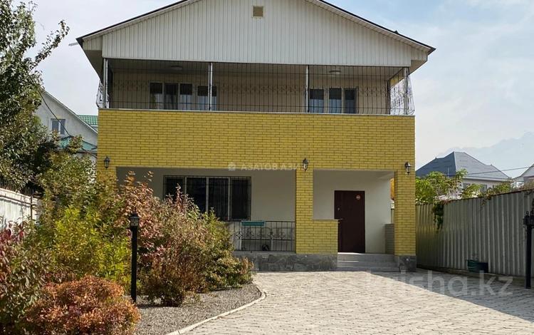 4-комнатный дом, 230 м², 7 сот., мкр Таусамалы, Жанибека Карменова 53 за 76 млн 〒 в Алматы, Наурызбайский р-н