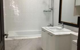 3-комнатная квартира, 93 м², 14 этаж помесячно, Кабанбай батыра 43Г за 250 000 〒 в Нур-Султане (Астана), Есиль р-н