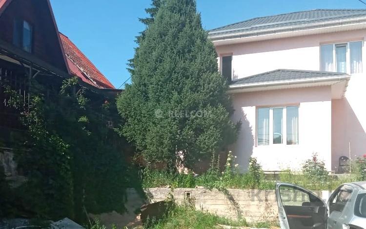 4-комнатный дом помесячно, 180 м², 8 сот., Таттимбета 396 за 600 000 〒 в Алматы, Медеуский р-н