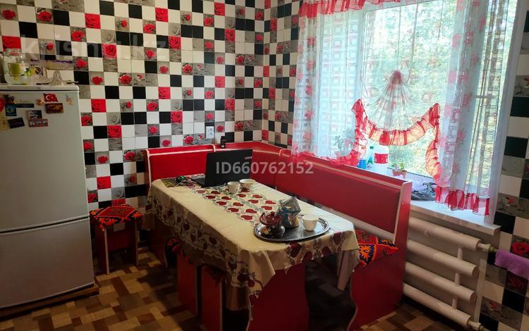 3-комнатная квартира, 69 м², 2/2 этаж, Рыскулова за 13 млн 〒 в Семее