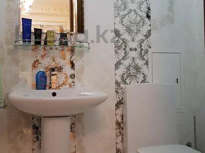 4-комнатная квартира, 170 м², 3/6 этаж помесячно, Калдаякова 2 за 685 000 〒 в Нур-Султане (Астана), Алматинский р-н — фото 10
