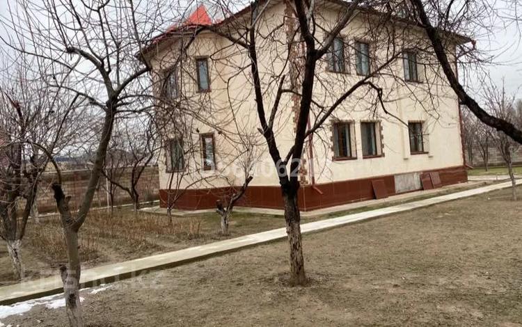 5-комнатный дом, 250 м², 15 сот., Мкр Шапагат-2 за 65 млн 〒 в Шымкенте