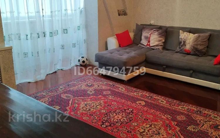 3-комнатная квартира, 67 м², 9/9 этаж, мкр Юго-Восток, 27й микрорайон 7 за 19.5 млн 〒 в Караганде, Казыбек би р-н