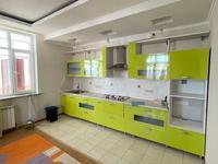 4-комнатная квартира, 185 м², 6/10 этаж на длительный срок, Гагарина 77 за 400 000 〒 в Алматы
