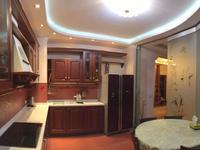 4-комнатная квартира, 190 м², 5/7 этаж помесячно