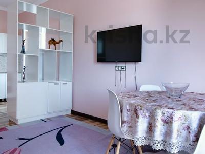 2-комнатная квартира, 70 м², 13/14 этаж посуточно, мкр Самал-1, Проспект Достык за 14 500 〒 в Алматы, Медеуский р-н — фото 2
