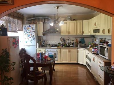 4-комнатная квартира, 97 м², 3/5 этаж, Гоголя 46/3 — Абдирова за 29 млн 〒 в Караганде, Казыбек би р-н