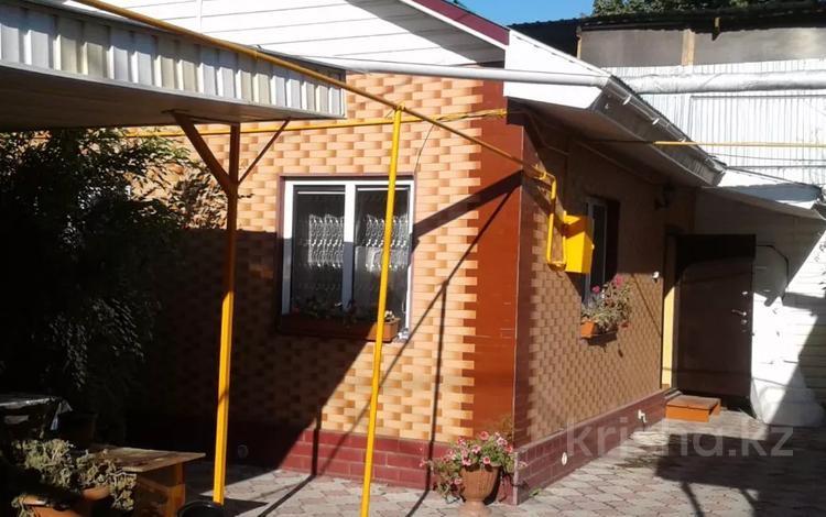2-комнатный дом помесячно, 30 м², Гастелло — Баянаульская за 60 000 〒 в Алматы, Жетысуский р-н