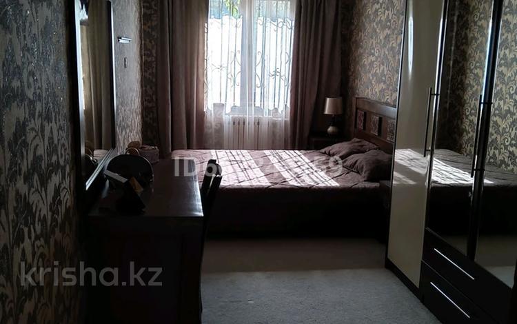 3-комнатная квартира, 57 м², 1/5 этаж, 410-й квартал 1 кв за 14.5 млн 〒 в Семее