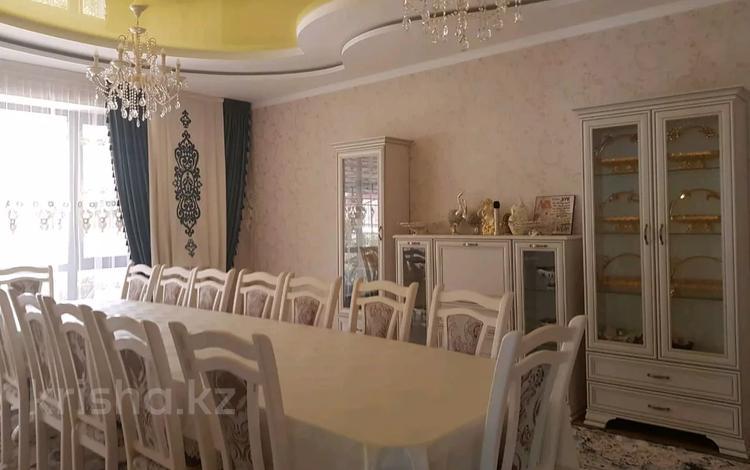 7-комнатный дом, 350 м², 6 сот., улица Дулати 75 за 75 млн 〒 в Таразе