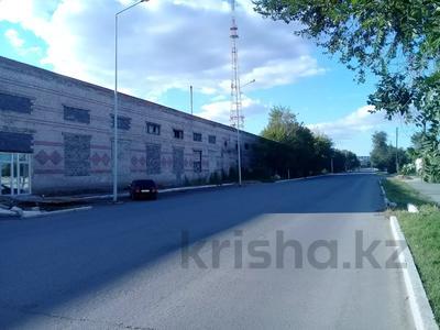 Здание, Шугаева 153 площадью 3700 м² за 400 〒 в Семее
