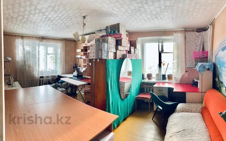 2-комнатная квартира, 49 м², 9/9 этаж, проспект Ауэзова 3 за 25 млн 〒 в Усть-Каменогорске