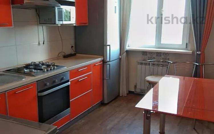 2-комнатная квартира, 65 м², 8/9 этаж помесячно, мкр Аксай-1А 33 за 120 000 〒 в Алматы, Ауэзовский р-н