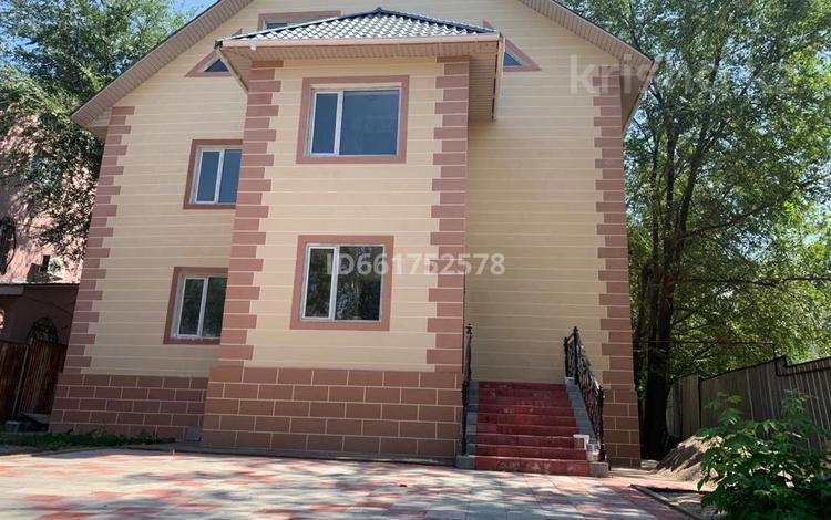 10-комнатный дом помесячно, 420 м², 8 сот., мкр Тастыбулак, Айтматова 71 за 800 000 〒 в Алматы, Наурызбайский р-н