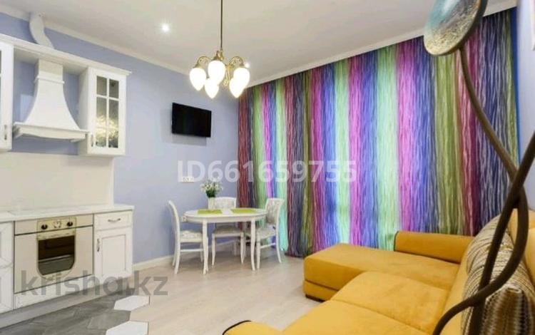 1-комнатная квартира, 58 м², 4 этаж посуточно, Сауран 5 за 9 000 〒 в Нур-Султане (Астана)